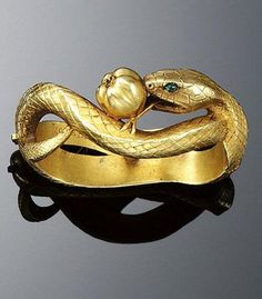 A Gold cravat pin by Frédéric Boucheron, Designed as a textured gold serpent with cabochon emerald eyes, encircling an apple signed F. Bijoux Art Nouveau, Art Nouveau Jewelry, Jewelry Art, Jewelry Accessories, Fine Jewelry, Jewelry Design, Jewellery, Snake Jewelry, Animal Jewelry