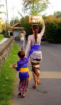 Going for prayer, Ubud ❀ Bali Floating Leaf Eco-Retreat ❀… Beautiful People, Most Beautiful, Paradise Island, Lombok, Vintage Bridal, People Of The World, Beautiful Places To Visit, Ubud, Southeast Asia