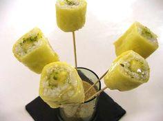 Luca Montersino, ispirandosi alla cucina giapponese, ci delizia con un dolce goloso e dal sapore davvero originale: sushi di ananas con gel di limone e timo.  http://www.alice.tv/dolci-frutta/sushi-ananas-gel-limone-timo
