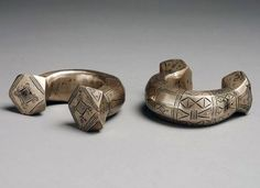 Niger | Two heavy bracelets from the Tuareg people | Silver and copper alloy | 200 €