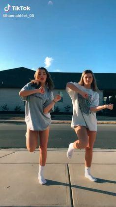 Dance Music Videos, Dance Choreography Videos, Best Friend Pictures, Friend Photos, Dance Tutorial, Best Friends Aesthetic, Look Girl, Tic Tok, Funny Short Videos