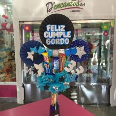 Creaciones D'encantos C.A.  (@dencantos) | Instagram photos and videos Flower Box Gift, Flower Boxes, Balloon Decorations, Birthday Decorations, Candy Arrangements, Candy Bouquet, Ideas Para Fiestas, Happy B Day, Man Birthday
