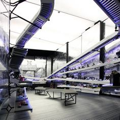 Assembly Line Stores : munich la rocha Kiosk Design, Retail Design, Store Design, Munich, Belt Display, Dover Street Market, Bar Interior Design, New Industries, Conveyor Belt