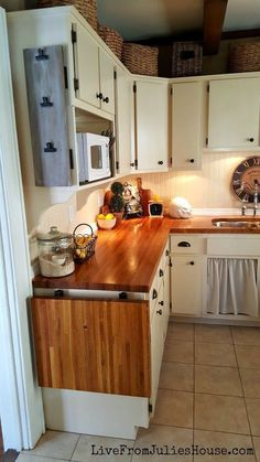 LOVE this flip up extra counter space! NEED! WANT! must have!