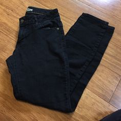 Old Navy Rockstar jeans Black super soft and broken in rockstar jeans. Tag says 8 regular but have 28 inch inseam. No rips or fraying just broken in like a thin denim. Old Navy Jeans Skinny