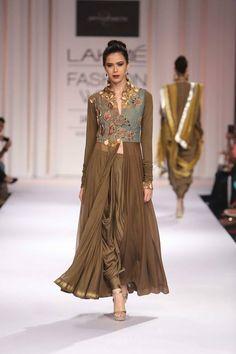 Divya Sheth at Lakme Fashion Week 2014 Indian Bridal Fashion, Asian Fashion, Indian Attire, Indian Wear, Indian Designer Outfits, Designer Dresses, Indian Dresses, Indian Outfits, Kurti Designs Party Wear