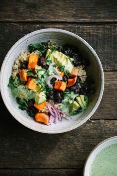 Black Bean Sweet Potato Grain Bowls with Herbed Tahini Dressing. Beans can be made in the Instant Pot or on the stovetop for a well balanced weeknight meal. Potato Salad Dressing, Tahini Dressing, Chips Ahoy, 500 Calories, Omega 3, Sin Gluten, Ribs, Easy Salad Recipes, Healthy Recipes