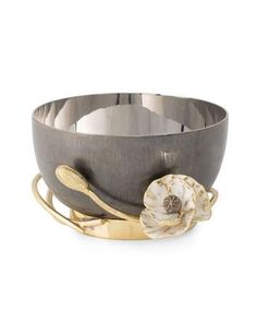 Shop Anemone Nut Dish from Michael Aram at Horchow, where you'll find new lower shipping on hundreds of home furnishings and gifts. Martini Set, Christmas Placemats, Luxury Kitchen Design, Anemone Flower, Luxury Flowers, White Enamel, Day Use, Antique Gold, Decorative Accessories