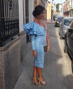 """2,189 Me gusta, 8 comentarios - Invitada Ideal by Margarita (@invitadaideal) en Instagram: """"Los tonos celestes y azulones se llevan... y @lausancheznv lo sabe 💙 Espectacular Laura con vestido…"""""""