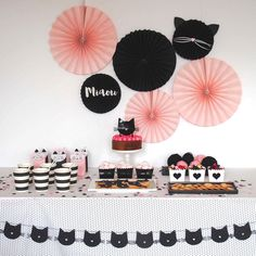 Birthday table, cat birthday, first birthday parties, birthday party Cat Birthday, First Birthday Parties, Birthday Party Themes, First Birthdays, Birthday Table, Birthday Ideas, Fete Emma, Cat Themed Parties, Kitten Party