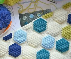 Popcorn Hexagonal Patterned Blanket, Cushion and Cover Sample Making. With all the Knitted Hexagonal Colors, Color Popcorn Patterns and Pr. Crochet Flower Patterns, Baby Knitting Patterns, Crochet Designs, Knitting Stitches, Crochet Flowers, Crochet Puntada Bobble, Bobble Stitch Crochet, Pop Corn, Hexagon Pattern
