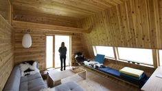 De tar morgenbad direkte fra hytta – åtte-ti meter ned i sjøen
