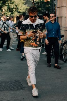 The Best Street Style from Milan Fashion Week Photos - GQ Stylish Mens Fashion, Latest Mens Fashion, Prada, Fashion Photography Inspiration, Fashion Inspiration, Cool Street Fashion, Milan Fashion, Women's Fashion, Men Street