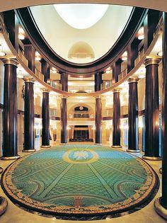 Me gusta el teatro de Madrid, España. Es muy bonito y grande. ¡Los espectáculos muy buenos!