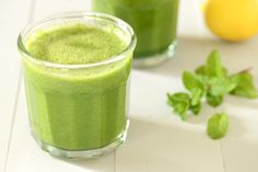 Green Smoothie : 1 small head of romaine, roughly chopped  2 handfuls of spinach  3 large kale stalks, ribs removed  2 large mint leaves  2 1/2 – 3 cups coconut water (plain water is fine)  1 banana (preferably frozen)  1 apple, stems and pits removed, roughly chopped  1 pear, stems and pits removed, roughly chopped  1/2 of a large lemon, juiced  small handful of frozen pineapple chunks (4-5 small chunks)  small handful of ice cubes  *Optional Add-Ins: ground flax seed, chia seeds, cacoa…