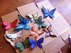 Mariposas de cartón hechas reciclando una caja de cereales