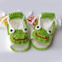 New Lovely Green Frog Pattern  Handmade Crochet Baby Shoes for Summer