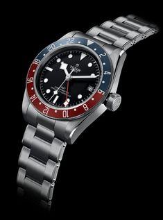 La Cote des Montres : La montre Tudor Black Bay GMT - L'essence de Black Bay Tudor Black Bay, Tudor Heritage Black Bay, Dream Watches, Luxury Watches, Cool Watches, Watches For Men, Wrist Watches, Tudor Submariner, Rolex Submariner