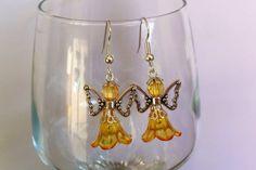 Boucles d'oreilles en acier chirurgical avec pendentifs anges jaune : Boucles d'oreille par nessymatriochka