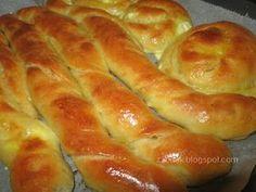 Ζουζουνομαγειρέματα: Τυρόπιτες με ζύμη γιαουρτιού! Pizza Tarts, Cheese Bread, Greek Recipes, Hot Dog Buns, Sausage, Biscuits, Food And Drink, Pie, Cooking