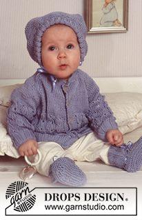 """BabyDROPS 11-10 - Jacke, Haube und Socken mit Strukturmuster in """"Muskat"""". - Free pattern by DROPS Design"""