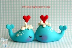 clay love whales (no info) Polymer Clay Cake, Polymer Clay Kunst, Polymer Clay Animals, Fimo Clay, Polymer Clay Projects, Polymer Clay Creations, Fondant Animals, Clay Design, Paperclay