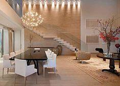 Projeto de decoração prevê espaços integrados para garantir visualização de todos os ambientes internos com o deck da piscina e o Spa