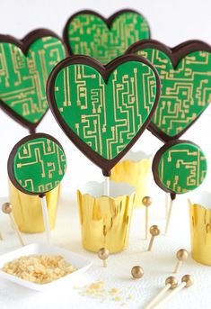 Crackling Circuit Board Chocolate Pops Recipe- one of the clever-cutest ideas I've heard in a bit! Computer Cake, Lollipop Recipe, Heart Cookie Cutter, Pastry School, Chocolate Pops, Dessert Recipes, Delicious Desserts, Kid Friendly Dinner, Shaped Cookie
