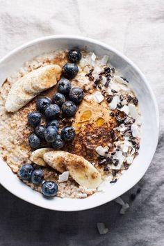 Porridges :ces recettes ultra-rapides pour bien démarrer la journée à la rentrée - Grazia The Oatmeal, Vegan Oatmeal, Oatmeal With Fruit, Best Oatmeal Recipe, Strawberry Oatmeal, Cooking Oatmeal, Cooking Pumpkin, Healthy Breakfast Recipes, Brunch Recipes