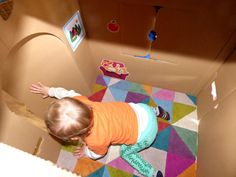 A l'intérieur de la maison..   #maison #cabane #carton #enfant #wiplii #house #cardboard #children #diy