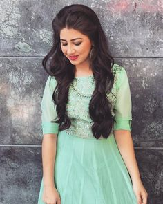 Image may contain: 1 person, standing Indian Look, Dress Indian Style, Indian Dresses, Indian Outfits, Indian Ethnic, Teen Fashion Outfits, Fashion Dresses, Aditi Bhatia, Dress Picture