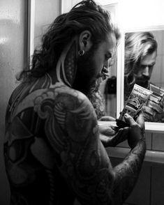 Sexy Tattooed Men, Hair And Beard Styles, Hair Styles, Irish Girls, Inked Men, Sexy Men, Hot Men, Gorgeous Men, Cute Guys