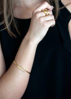 simple diamond bracelets which are Stunning Gold Bangles Design, Gold Jewellery Design, Gold Jewelry Simple, Silver Jewelry, Stylish Jewelry, Cartier, Gold Bangle Bracelet, Diamond Bracelets, Jewelry Bracelets