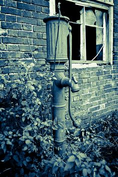 Water pump by richboxfrenzy, via Flickr