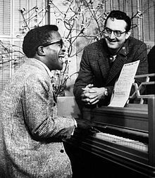 Steve Allen Show Allen and Sammy Davis, Jr. rehearsing for the premiere show in 1956. GenreVariety Presented bySteve Allen Country of originUnited States No. of seasons6 No. of episodes167