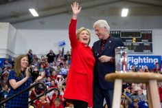 With all three Clintons in Iowa, a glimpse at the fire that has eluded Hillary Clinton's campaign #Politics #iNewsPhoto