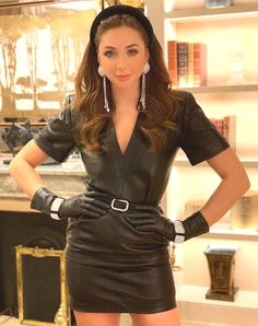 Leather Mini Dress, Black Leather Gloves, Leather Dresses, Gloves Fashion, Fashion Accessories, Leder Outfits, Sexy Blouse, Satin Blouses, Fast Fashion