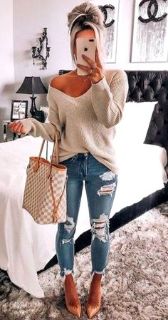 Simple Casual Outfits With Jeans For Women In Their - Women's Casual Simple Outfit Jeans – Looking to find some hot new casual outfits to wear this f - Source by teridhirsch Fall outfits jeans Simple Casual Outfits, Trendy Fall Outfits, Fall Fashion Outfits, Mom Outfits, Look Fashion, Casual Fall Fashion, Women's Casual, Spring Outfits, Winter Outfits