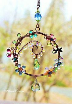 sun catcher, Wire wrapped marbles and beads wind chime. wire work window charm spins, hand made by me. Wire Crafts, Bead Crafts, Jewelry Crafts, Arts And Crafts, Shell Crafts, Jewelry Ideas, Wire Wrapped Jewelry, Wire Jewelry, Beaded Jewelry