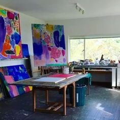 Take a look inside Ken Done's spectacular Sydney studio and see some of his recent work! For the full clip search 'Ken Done Talking with Painters' on YouTube. Our conversation is podcast episode 34. Link in bio. @kendonegallery #kendone #talkingwithpainters #artistsstudio