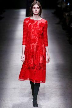 Alberta Ferretti Fall 2015 Ready-to-Wear Collection Photos - Vogue Red Fashion, Runway Fashion, High Fashion, Fashion Show, Autumn Fashion, Fashion Design, Milan Fashion, Winter Mode, Fall Winter 2015