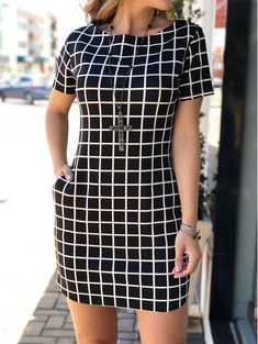 Best 11 I'm in love with this dress…. Skirt Outfits, Chic Outfits, Classy Outfits, Fashion Outfits, Nice Dresses, Short Sleeve Dresses, Smart Casual Wear, Latest African Fashion Dresses, Chic Dress
