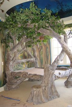now there is a tree bed. a glorious tree bed at that. hang me some ornaments & yes. wowwwwwwww now that's a bed