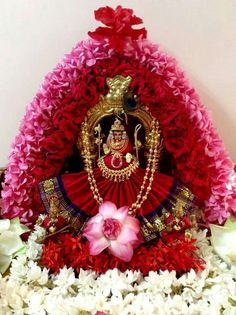 Varalakshmi Vratham 2019 honours the most popular Goddess Maha Lakshmi. Varalakshmi Puja or homam on this day means abundant wealth is sure to come your way. Saraswati Goddess, Shiva Shakti, Diy Diwali Decorations, Festival Decorations, Mandir Decoration, Hindu Statues, Lakshmi Images, Lord Murugan, Indian Rangoli