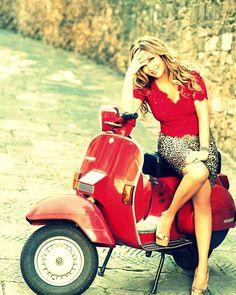 Vespa Lusso in rot. Scooters Vespa, Piaggio Vespa, Lambretta Scooter, Motor Scooters, Vintage Vespa, Mod Scooter, Scooter Motorcycle, Girl Motorcycle, Vespa Girl