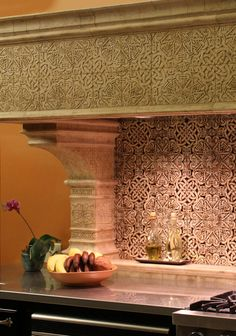 Beautiful. Very decorative backsplash and molding in kitchen #celtic