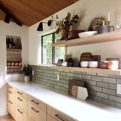 Kitchen kitchen and decor designs for all of the dream kitchen needs. Modern kitchen inspiration at its finest. Boho Kitchen, Rustic Kitchen, New Kitchen, Kitchen Design, Kitchen Ideas, Kitchen Layout, Kitchen Inspiration, Awesome Kitchen, Kitchen Hacks
