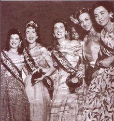 Rainhas do Radio -1952 - Da esquerda para a direita: Adelaide Chiozzo (Princesa do Radio), Mary Goncalves (Rainha do Radio), Doris Monteiro (Princesa), Aracy Costa e Ilza Silveira