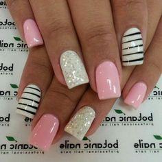 Nail art photos - 44 beautiful nail design patterns for you Source by trenddiyandcraft nails Fingernail Designs, Toe Nail Designs, Nails Design, Simple Nail Art Designs, Beautiful Nail Designs, Fancy Nails, Diy Nails, Trendy Nails, Cruise Nails