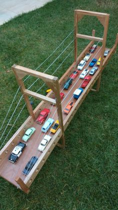 carton car for kids Diy For Kids, Crafts For Kids, Toy Garage, Garage Shop, Cardboard Crafts, Cardboard Playhouse, Cardboard Furniture, Wood Toys, Diy Toys